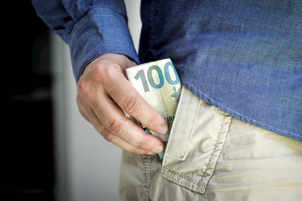 pelnas kriptovaliutomis)