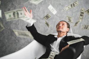 Turtuolis meta dolerio kupiūras į viršų